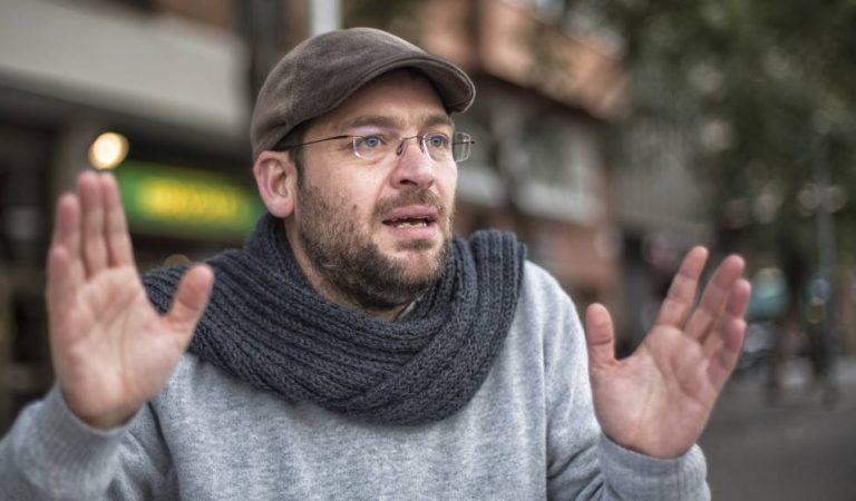 """Albano DanteFachines pregunta: """"Parlar català és de mala educació""""? Escoltem-lo"""