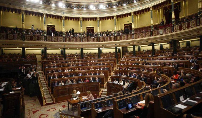 La presidenta del Congrés talla el discurs de dos diputats per parlar en català i gallec