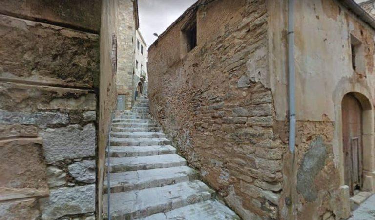 Sabeu on és el carrer més estret de Catalunya?