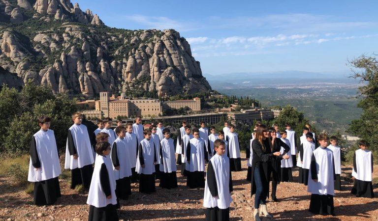 Lletra i Videoclip de Jo em Rebel·lo del disc de la Marató cantada perRozaléni l'Escolania de Montserrat.