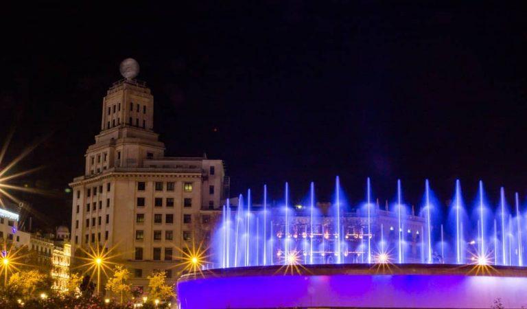 El sector de l'oci nocturn converteix la plaça Catalunya en una discoteca