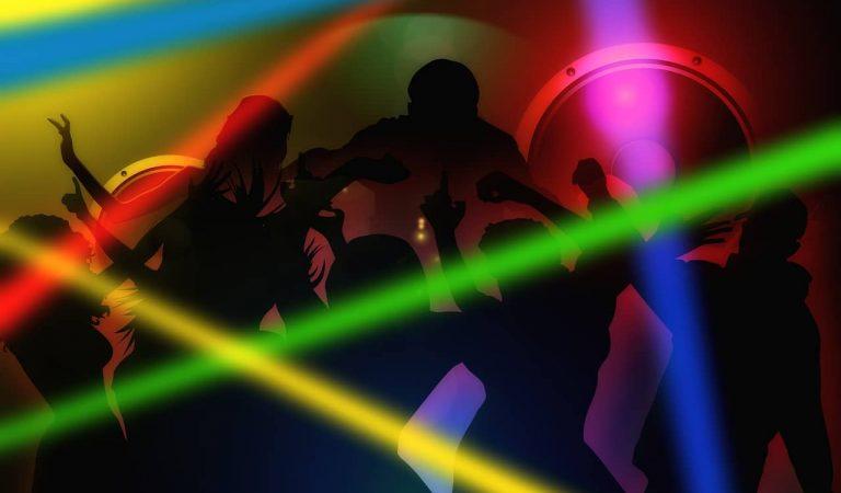 Desallotjades més de cent persones en una festa il·legal en una discoteca de l'Eixample barceloní.