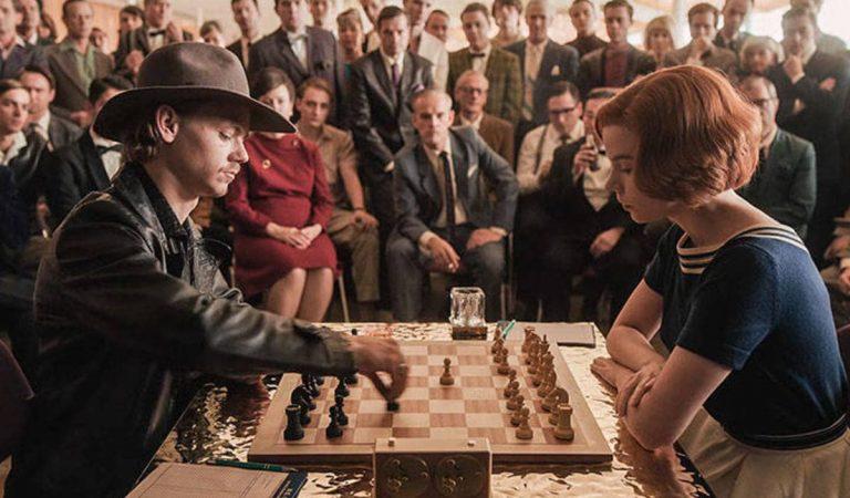 """Una empresa de La Garriga fabrica els taulers d'escacs de la sèrie americana """"Gambitode Dama"""""""