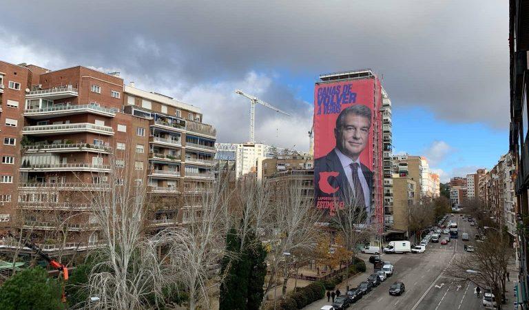 Laporta aterra a Madrid amb una gran pancarta en un edifici proper al Bernabeu