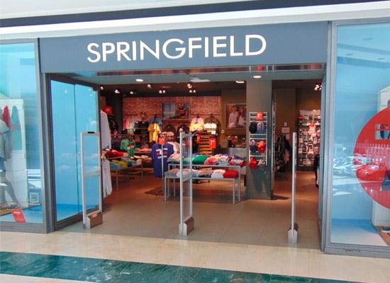 Grans marques de roba com Springfield comencen a etiquetar en català