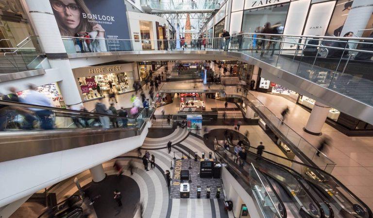 Els centres comercials podran obrir entre setmana a partir del dilluns i altres mesures