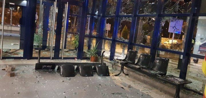 Així ha quedat la Comissaria dels Mossos de Vic després de la manifestació en suport a PabloHasél