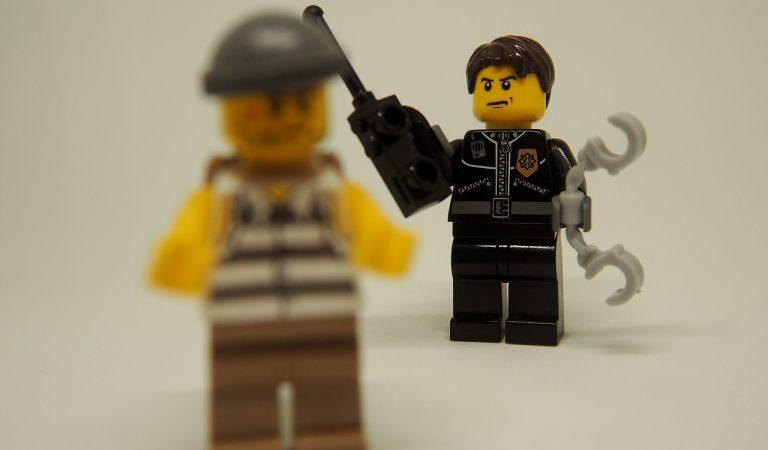 """Polèmica per un nino policia de Lego al que han batejat com """"AlbertoAporellos"""""""