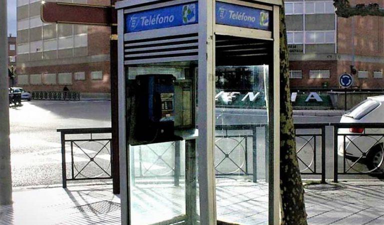 L'última cabina de telèfons de Barcelona serà habilitada com a lloc d'intercanvi de llibres