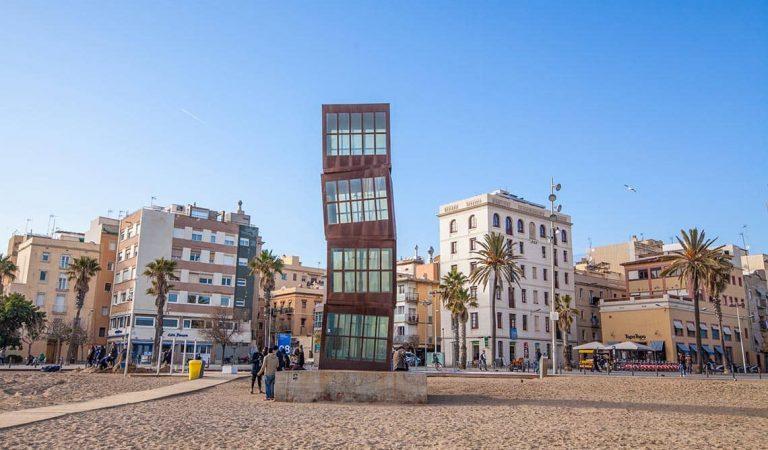 """Tanca per culpa de la pandèmia un dels """"merenderos"""" més emblemàtics de la Barceloneta."""