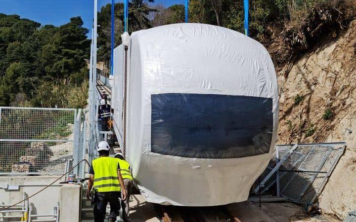 El primer vehicle de la Cuca de Llum ja ha arribat al Tibidabo
