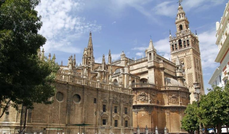 Sabíeu que a Catalunya tenim unaGiraldade Sevilla? Voleu saber on és?
