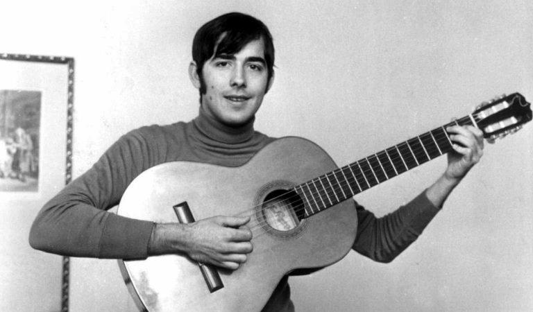 Avui fa 53 que li van comunicar a Serrat que no podia anar a Eurovisió cantant en català i va ser substituït perMassiel.