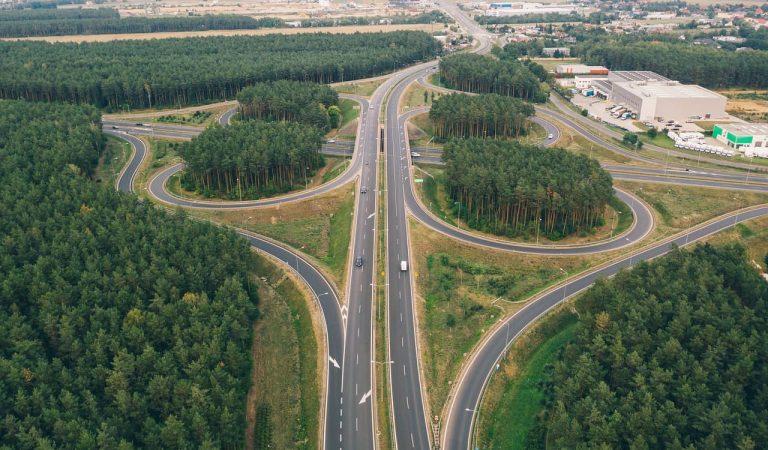 El govern central preveu establir peatges per circular per totes les autopistes, autovies i a la llarga carreteres convencionals.