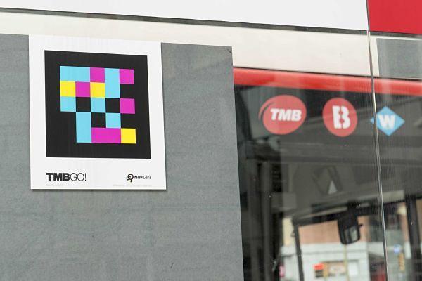 Barcelona és la primera ciutat del món a implantar etiquetes intel·ligents en les parades de metro i autobús.