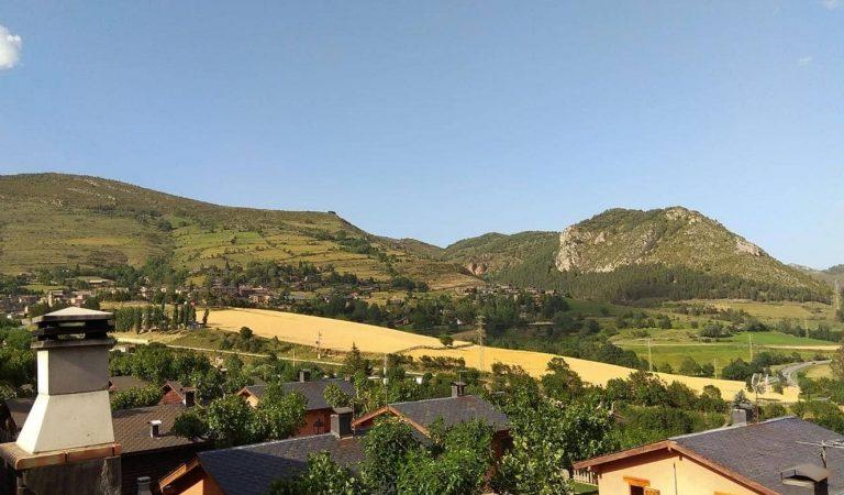 Campanya per frenar les conductes incíviques dels visitants del Pirineu amb uns cartells força simpàtics.