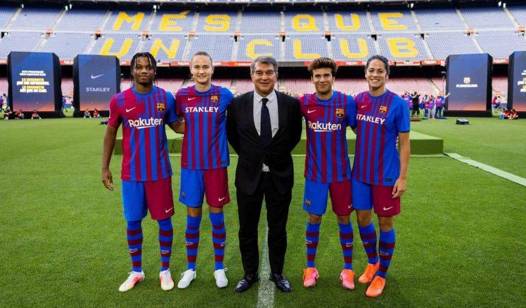 El Barça presenta la nova equipació per a la pròxima temporada