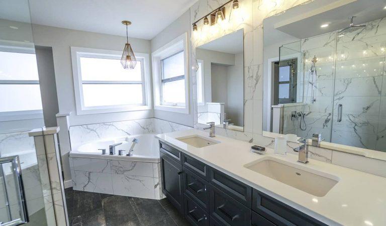 El truc per netejar els miralls del quarto de bany perquè no s'entelin quan ens dutxem