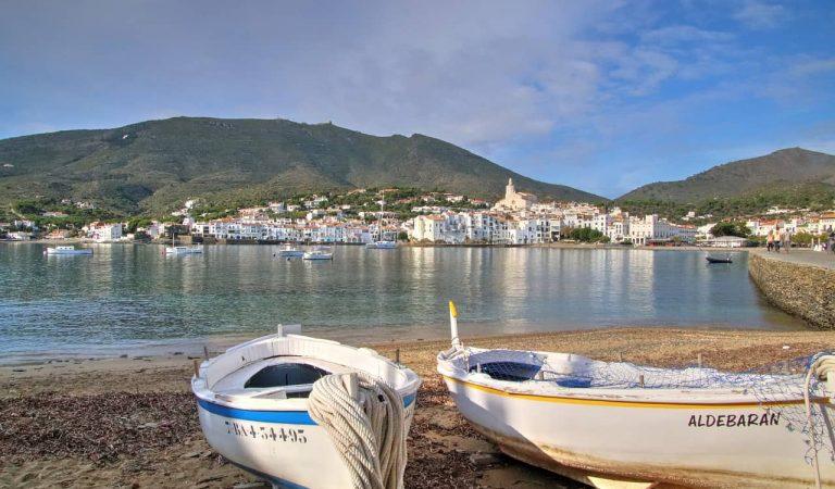 Les platges de Cadaqués cada dia tenen més sorra perquè la gent s'endú les pedrespassanelles.