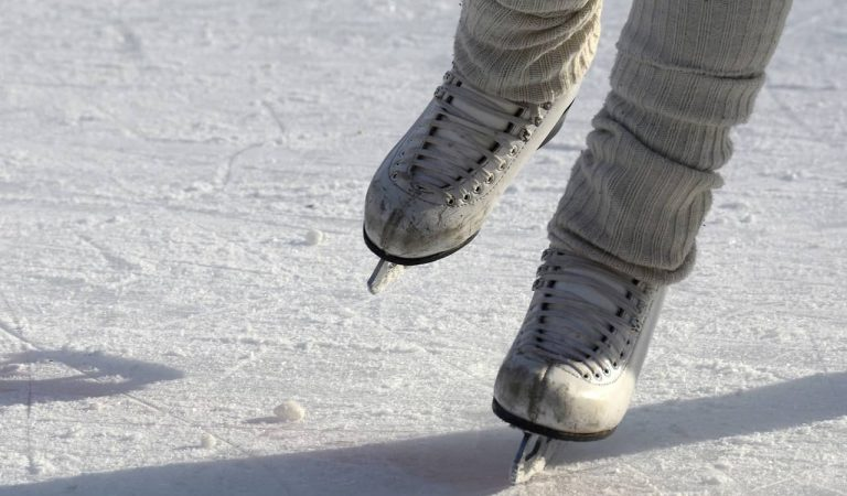 De patinar sobre gel a arrossegar un carro de la compra – L'SkatingClub es converteix en un Carrefour