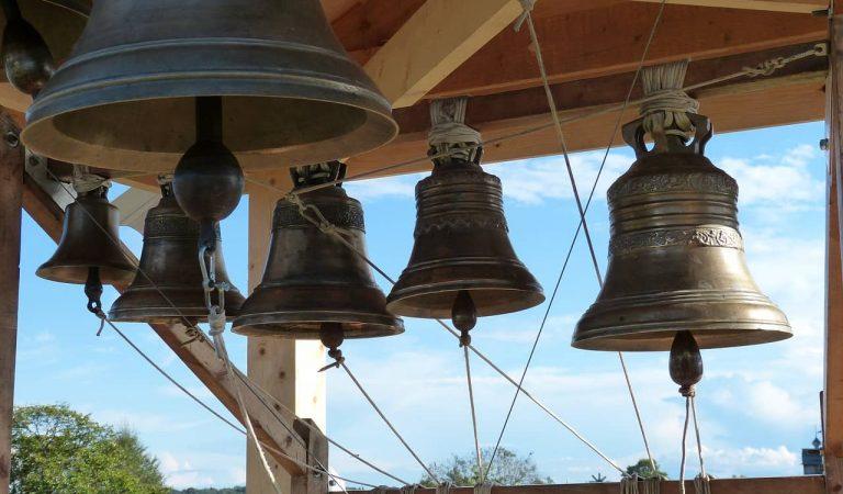 Una església de Banyoles deixa de tocar les campanes perquè molesten als visitants dels pisos turístics