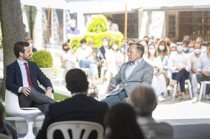 Un exministre d'AdolfoSuárez diu en una trobada amb el PP que la culpa de la Guerra Civil la va tenir el govern republicà.