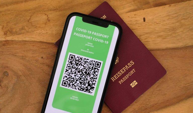 Avui entra en funcionament el Passaport Covid per viatjar per Europa