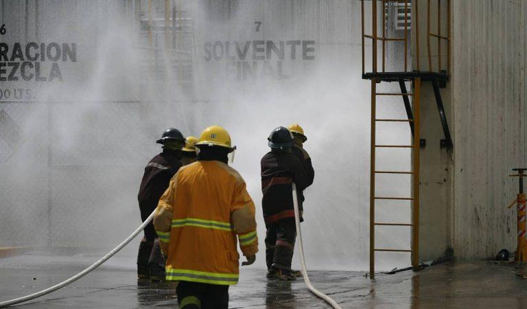 Un incendi crema la nau deRifaclia Montblanc i es veuen afectades dues altres naus.