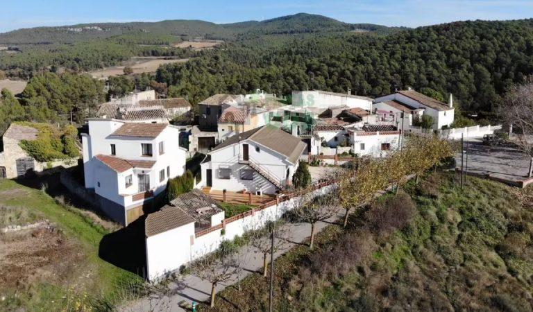 Voleu comprar un poble sencer per menys d'un milió d'euros?