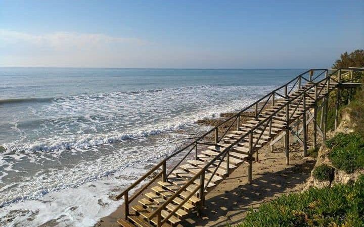 Santa Pola a Alacant experimenta una pujada sobtada de la marea de més d'un metre