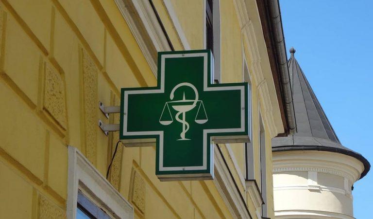 Per què el símbol de les farmàcies és una serp abraçant una copa? D'on va sortir la creu verda?