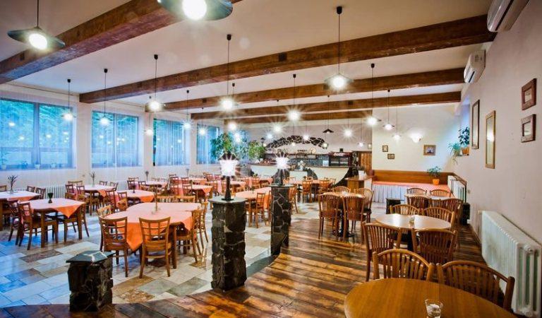 Us sembla bé que els restaurants cobrin per reservar si no ens presentem o anul·lem?