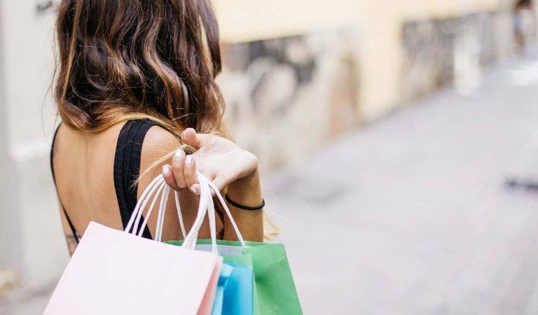 Barcelona repartirà vals descompte de 10 € per comprar en els comerços locals. Voleu saber com aconseguir-los?